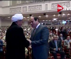 السيسي لشيخ مجاهدي سيناء: لا نبغي إلا البناء والتنمية في أرض الفيروز