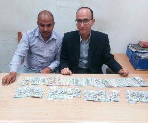 رجال الجمارك يحبطون تهريب 23 ألف دولار أمريكى بمطار الإسكندرية