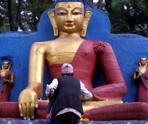 احتفالات في كمبوديا حتى غروب الشمس بذكرى ميلاد «بوذا»