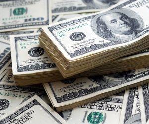 الدولار يعزز مكاسبه قبيل إعلان بيان المركزي الأمريكي