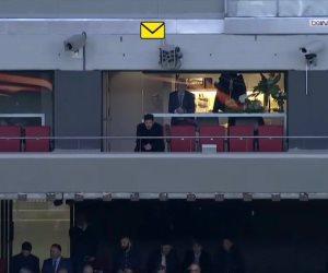 بعد طرده في الذهاب.. سيميوني يشاهد فريقه أتليتكو مدريد أمام أرسنال من المدرجات (صور)