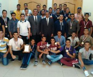 تكريم الطلاب الحاصلين على المركز الأول فى بطولة العروض الرياضية ( صور )