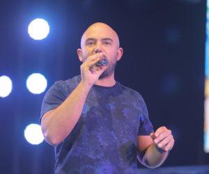 بعد انقلاب السوشيال عليه.. العسيلى يعتذر عن إحراجه لواحد من جمهوره: أنا آسف