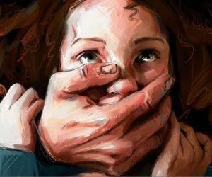 قصة منتصف الليل.. سيدة: زوجي مارس زنا المحارم مع بناتي.. وقال: «أنا أولى بيهم»