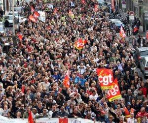 مظاهرات أمام شبكة توزيع الكهرباء بفرنسا ضد ارتفاع أسعار الفواتير