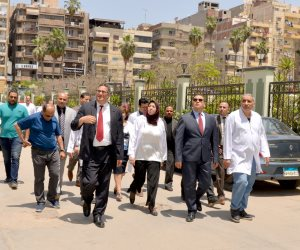 """""""رئيس جامعة المنصورة"""" بالدقهلية يتفقد مبنى الملحق الجديد بمستشفى الباطنة التخصصى  (صور)"""