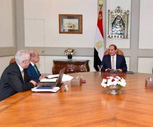 السيسي يجتمع بشريف إسماعيل ووزيري الاتصالات والتعليم