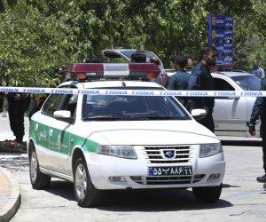 التلفزيون الرسمي: محكمة إيرانية تقضي بإعدام 8 على خلفية هجوم للدولة الإسلامية