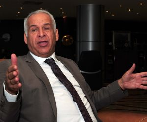 بعد تهنئته حسن شحاتة.. فرج عامر يعيِّن نفسه رئيسا لاتحاد الكرة