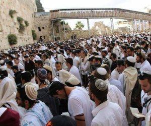 توتر في بيت المقدس.. آلاف المستوطنين بأعلام إسرائيل في المسجد الأقصى.. وقوات الاحتلال تضرب الفلسطينيين (فيديو وصور)