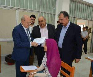 رئيس جامعة الزقازيق يتفقد لجان الامتحانات بكلية الحقوق