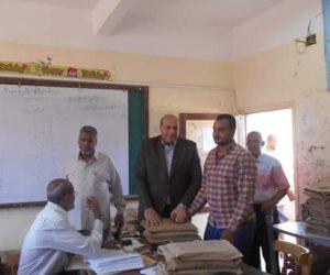 وكيل التعليم بأسوان يتفقد «كنترول» الشهادة الإعدادية بالمحافظة (صور)