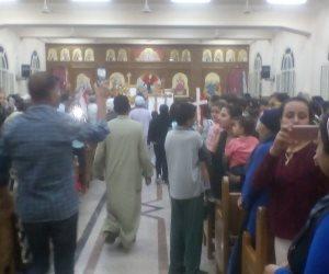 حشود هائلة بكنيسة «العور» بالمنيا لاستقبال رفات شهداء ليبيا (صور)