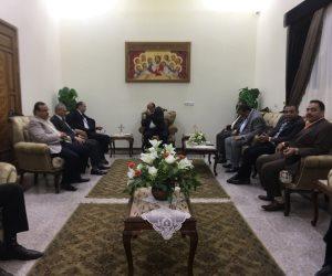 مساعد وزير الداخلية ومدير أمن المنيا يصلان كنيسة «شهداء الإيمان والوطن» في المنيا