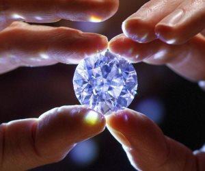 بيع ألماسة زرقاء تناقلتها عائلات مالكة لأجيال بسعر 6.7 مليون دولار