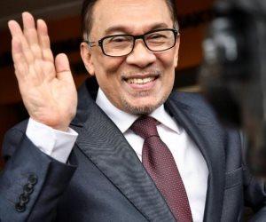 الزعيم الماليزي أنور إبراهيم يقول إنه سيمنح تأييده الكامل لمهاتير