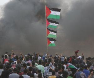 الفلسطينيون ينتفضون ضد الاحتلال.. مسيرات العودة تنطلق بغزة واحتشاد المصلين في المسجد الأقصى