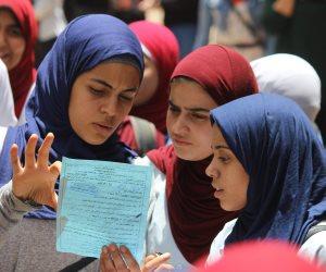 الطالبات يكتسحن الذكور.. ويتصدرن قائمة أوائل الثانوية العامة بشمال سيناء (صور)