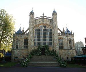 كنيسة سانت جورج تتزين لزفاف العروسين الأمير هاري وميجان ماركل (صور)