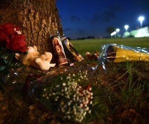 سكان ولاية تكساس يضعون الورود بموقع إطلاق النار داخل المدرسة الثانوية (صور)