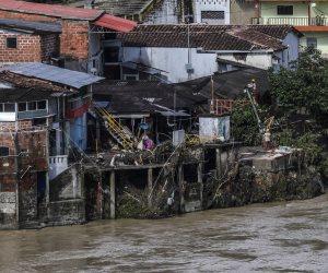 الفيضانات تجبر كولومبيا على إجلاء السكان على طول ضفتى نهر «كوكا» (صور)
