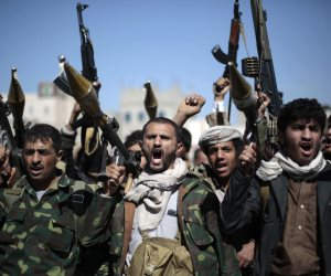 8 ملايين يمني تحت رحمة الحوثيين.. تقارير: الميليشيات تتخذ المدنيين دروعا بشرية