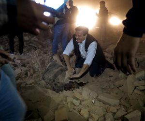 شاهد.. انهيار دار سينما في الأرجنتين.. وعشرات القتلى تحت الأنقاض