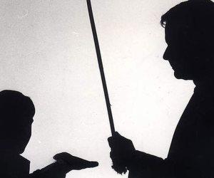 «كاد المعلم أن يكون جلادًا».. المدرس ضرب تلميذة بالجزمة في المنوفية