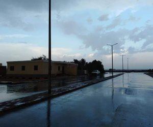 رغم الحر.. الأمطار تداعب مدينة رأس غارب في البحر الأحمر