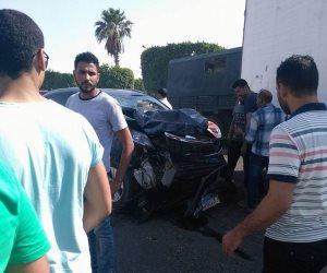 إصابة 3 أشخاص في حادث بين سيارتين بالعاشر من رمضان (صور)