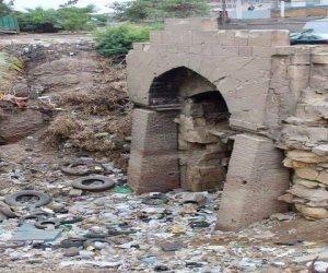 """الآثار تبدأ التحقيق مع مسئولي القاهرة بعد تداول صور القمامة تحيط بمسجد """"باب التوفيق"""""""