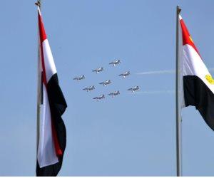 تزامنا مع أداء السيسي اليمين.. الطائرات ترسم علم مصر فى سماء التحرير