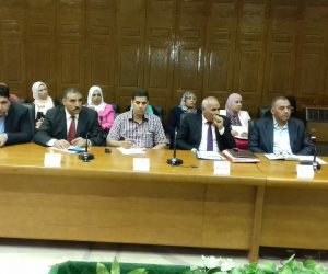 محافظ شمال سيناء يعرض الخطة التنموية بالمحافظة عن طريق داتا شو (صور)