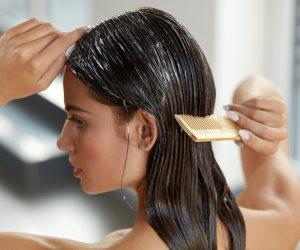 الطبيعي يكسب وما يضرش.. 6 خطوات للقضاء على قشرة الشعر بالعسل والليمون