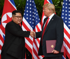 «تخلصنا من كارثة نووية».. ترامب يغرد عن قمة سنغافورة مع زعيم كوريا الشمالية