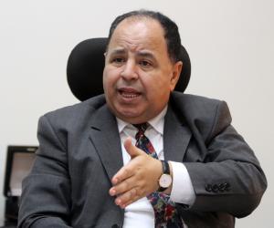 شائعات الفول والأيفون والمرتبات.. وزير المالية يطلق قذائفه على ضباع السوشيال ميديا