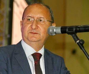 فعلها وصدر أوتوبيسات مصرية إلى لندن..هل يستطيع وزير الصناعة النهوض بالتصدير؟