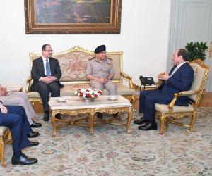صورة بألف كلمة.. عندما اجتمع السيسي بوزراء الدفاع والداخلية «سابقا وحاليا» (صور)