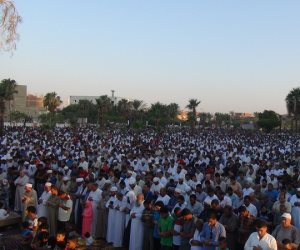 «العيد فرحة».. آلاف المصريين يؤدون صلاة عيد الفطر بساحات ومساجد الجمهورية الكبرى