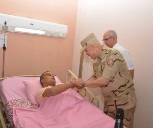 لتهنئتهم بعيد الفطر..  رئيس أركان حرب القوات المسلحة يزور المصابين بالمستشفيات العسكرية