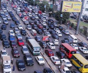 كثافات مرورية مرتفعة بمحاور وميادين القاهرة والجيزة