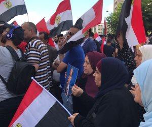 بأعلام مصر.. المصريون في لبنان يحتفلون بذكرى ثورة 30 يونيو (فيديو وصور)