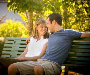 جددوا العهد ولو بوردة.. كيف يتغلب الزوجان على ملل الحياة القاتل؟