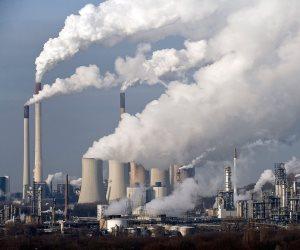 كيف تحمي الدولة مواطنيها من الأضرار البيئية الناتجة عن المنشآت الصناعية؟
