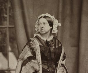 قطعة شيكولاتة أثرية أهدتها الملكة فيكتوريا لجنود بريطانيين مطروحة في المزاد