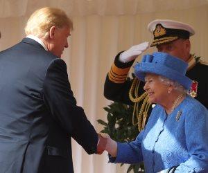 خروقات بروتوكولية و«وقاحة» مع الملكلة إليزابيث.. ترامب يثير غضب الإنجليز