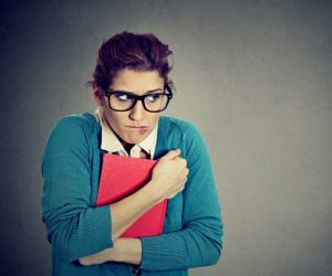 مزاجه متقلب.. لماذا لا يحصل «الإنطوائي» على حب من حوله بسهولة؟