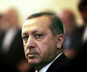 التركيات يدافعن عن أمن إسرائيل.. أردوغان يسمح للفتيات بالمشاركة في قتل الفلسطينيين