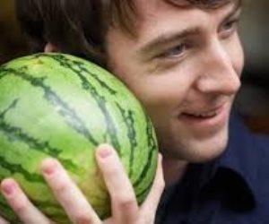 لذيذ ومنعش وله فوائد أخرى.. البطيخ يقوي القلب ويعمل كمنشط جنسي