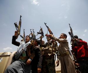 استهدفوا الملاحة الدولية والتجارة العالمية.. صحيفة الرياض السعودية تكشف سر انتحار الحوثي